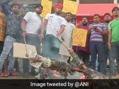 SC/ST Act के खिलाफ भारत बंद करवाने सड़क पर उतरे सवर्ण, प्रदर्शनकारियों ने आगरा- ग्वालियर हाईवे बंद किया