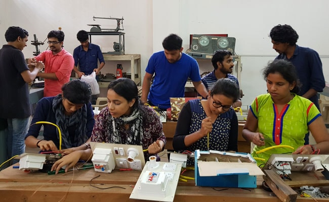 Kerala Floods Relief: How These Engineering Students Are Helping To Reconnect Flood Hit Villages