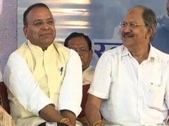 अटल बिहारी वाजपेयी के श्रद्धांजलि कार्यक्रम में हंसी ठिठोली करते दिखे छत्तीसगढ़ सरकार के दो मंत्री