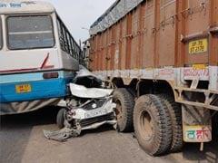 गुजरात: सड़क हादसे में एक ही परिवार के छह लोगों की गई जान