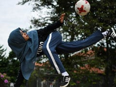 Headscarved Malaysian Girl Wows With Freestyle Football Skills