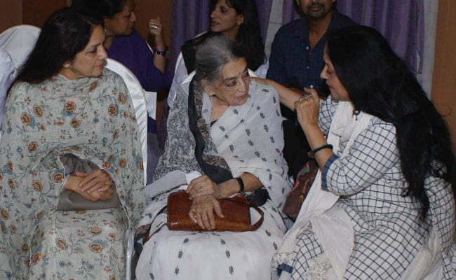At Kalpana Lajmi's Prayer Meet, Neena Gupta, Soni Razdan And Other Friends