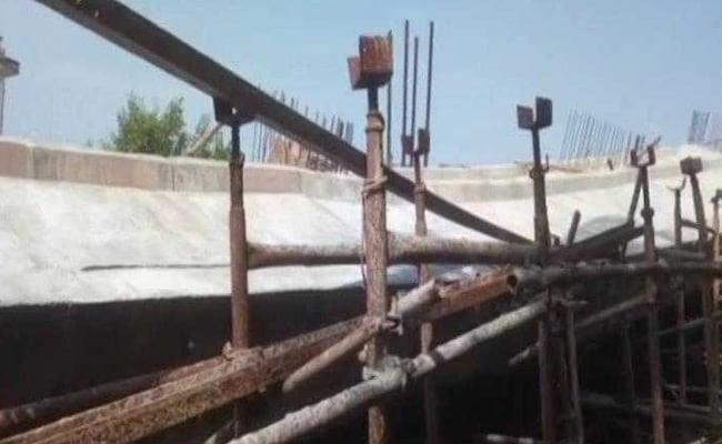 पश्चिम बंगाल: निर्माणाधीन फ़्लाईओवर गिरा, अभी तक कोई हताहत नहीं, एक महीने में तीसरी बार गिरा पुल