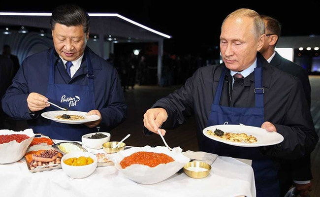 Vladimir Putin, Xi Jinping Don Aprons, Flip Pancakes At Economic Forum