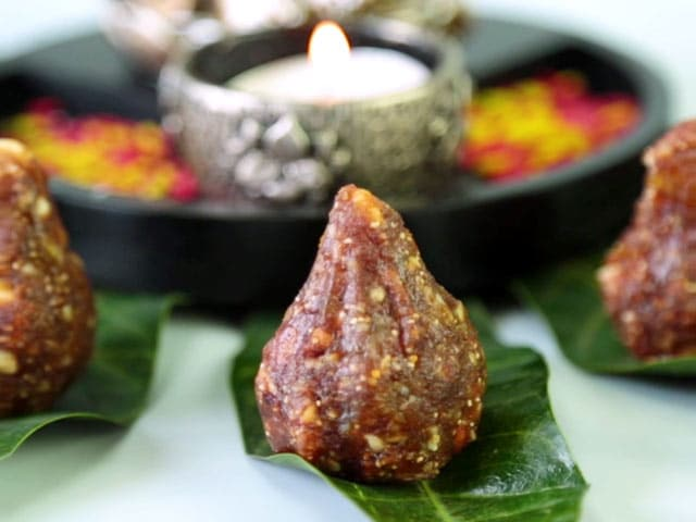 Video : How To Make Dry Fruit Modak At Home