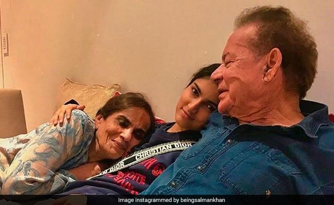 नाना-नानी के साथ वक्त बिता रही सलमान खान की भांजी, बेहद कम मौकों पर आती हैं नजर
