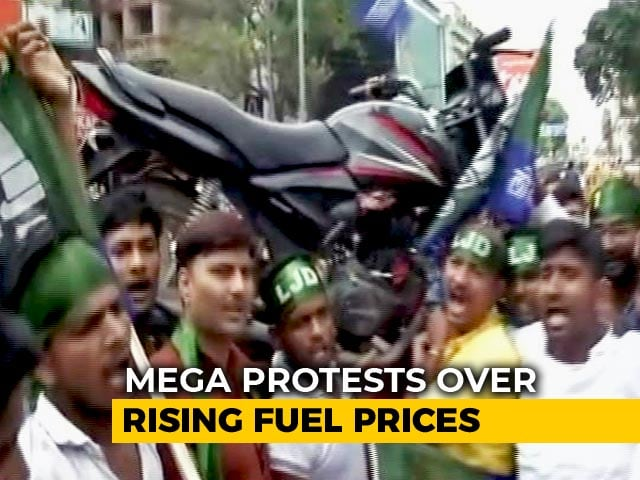 "Video : In Bharat Bandh, Motorcycle On Shoulders To Show ""Weight"" Of Fuel Price"