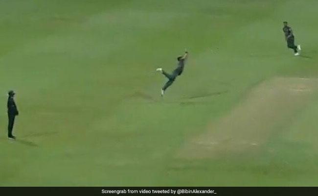 इस कैच ने पाकिस्तान को कर दिया Asia Cup से बाहर, हवा में उछलकर एक हाथ से पकड़ा, देखें VIDEO