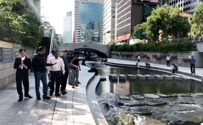 विदेश में नए लुक में नजर आए CM अरविंद केजरीवाल, देखें - VIDEO