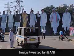 मध्य प्रदेश : 'राहुल का 18 किलोमीटर लंबा रोड शो और रैली, तस्वीरों में दिख रहा है 'हिंदू कार्ड'