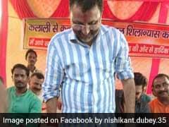 BJP MP निशिकांत दुबे का पैर धोकर कार्यकर्ता ने पीया  पानी, विवाद पर बोले- कृष्ण ने भी धोया था