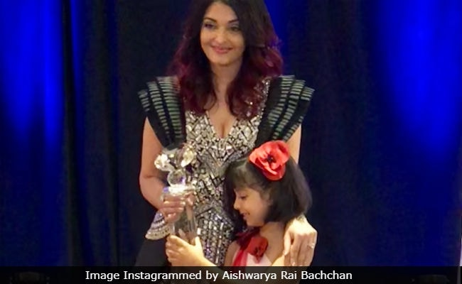 Aishwarya Rai Bachchan Collects Meryl Streep Award With Daughter Aaradhya