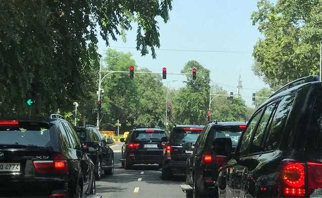 VIDEO: जब दिल्ली की सड़कों पर अचानक बिना सुरक्षा रूट के निकले PM मोदी, लोगों को भी नहीं लगी भनक