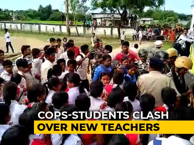 Video : One Dead, 10 Injured In Bengal As Clashes Erupt Over Teacher Appointments