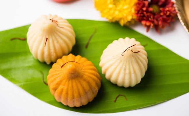 Ganesh Chaturthi 2018: इस बार भगवान गणेश को अपने हाथों से बना चढ़ाएं भोग, यूं झटपट बनाएं मोदक