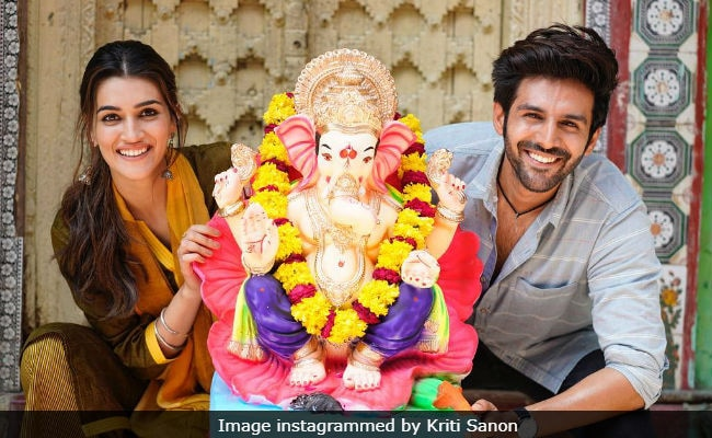 Ganesh Chaturthi 2018: Kriti Sanon And Kartik Aaryan Welcome Bappa On Luka Chuppi Sets