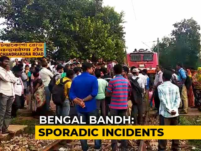Video : BJP, Trinamool Men Clash During Bengal Bandh. Buses Stoned, Trains Halted