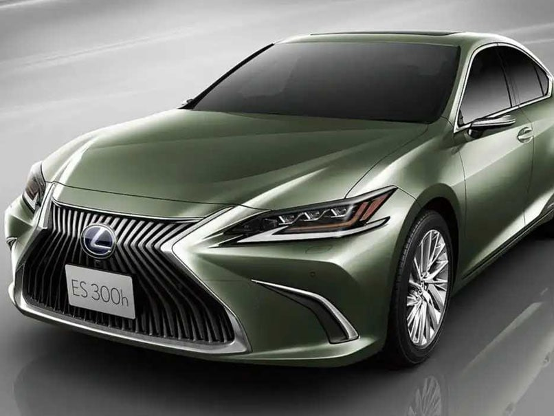 The Lexus Es Is First Production Car In World To Get Outer Cameras