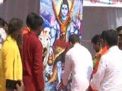 कैलास मानसरोवर यात्रा के बाद पहली बार अमेठी पहुंचे 'शिवभक्त' राहुल गांधी का 'भगवाधारियों' ने किया स्वागत