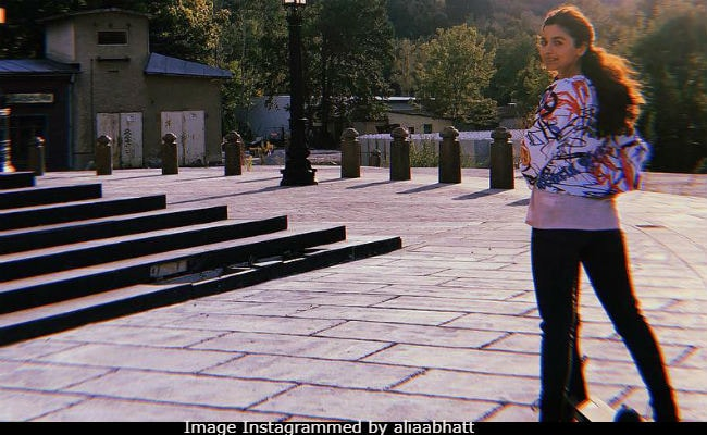 Alia Bhatt Is Enjoying The Perks Of Photographer Colleague Ranbir Kapoor AKA 'RK'