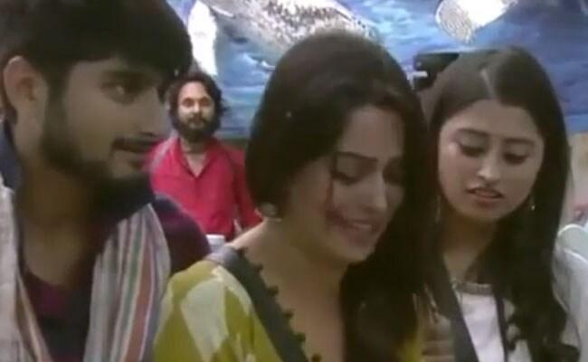 Bigg Boss 12: बिहार के सिंगर दीपक ठाकुर ने दिखाया अपना हुनर, दीपिका को पहले रूलाया और फिर यूं हंसाया- देखें Video