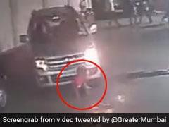 दोस्तों के साथ खेल रहा था बच्चा, महिला ने ऊपर चढ़ा दी कार, फिर हुआ ऐसा चमत्कार, देखें Viral Video