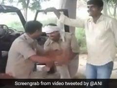 यूपी: जब भोजपुरी गाने पर पुलिसवालों ने लगाए ठुमके, देखें VIDEO