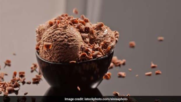 Give Ice Cream A Healthy Twist With Yasmin Karachiwala's 4-Ingredient Recipe