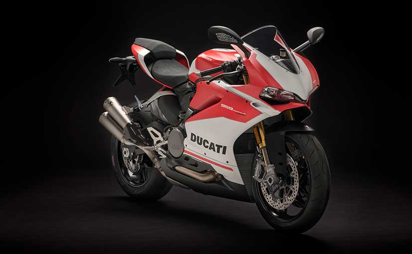 The Ducati 959 Panigale Corse is about Rs. 67,000 more expensive than the standard version