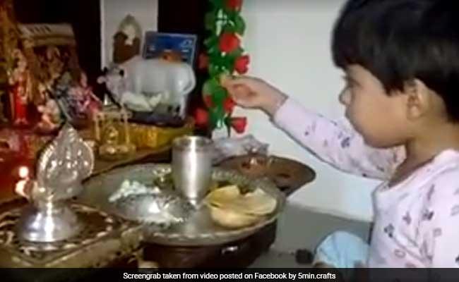 VIDEO: बच्ची ने इस तरह कराया भगवान को भोजन, देखकर आपको भी आ जाएगी हंसी