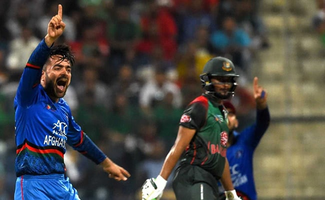 Pakistani players console Afghanistan bowler after Asia Cup defeat