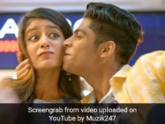 Priya Prakash Varrier को किया Kiss तो यूं जड़ा तमाचा,  इंटरनेट पर वायरल हो रहा Video