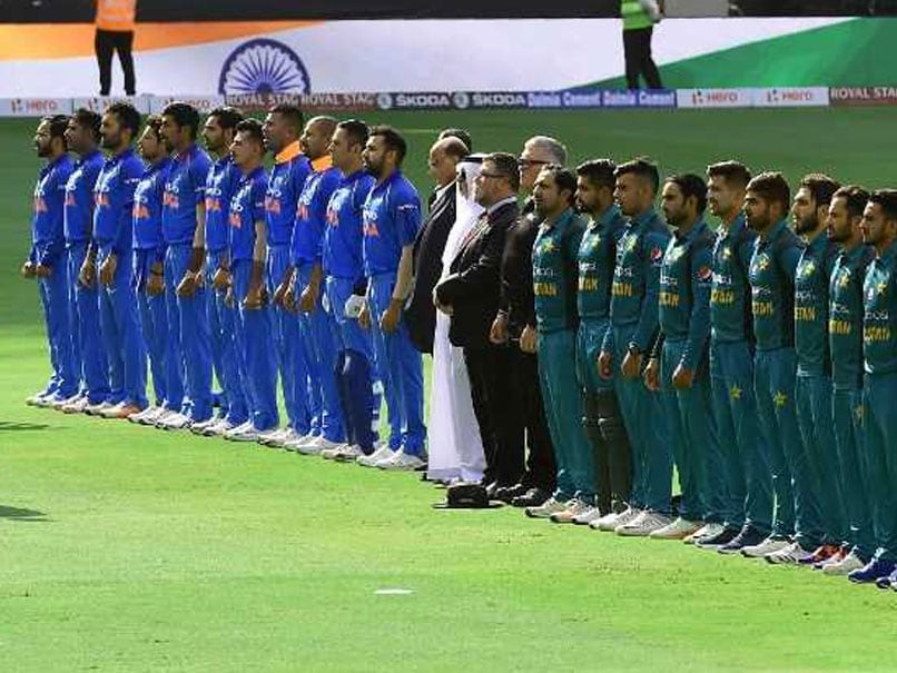Asia Cup: Pakistan Cricket Fan Sings Indian National Anthem. Watch