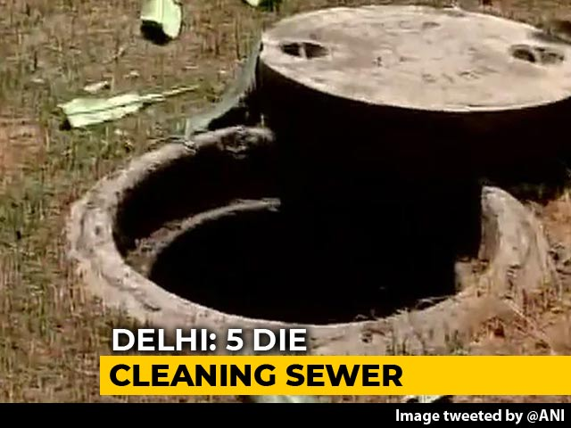 Video : 5 Men Suffocate While Cleaning Sewer In Delhi