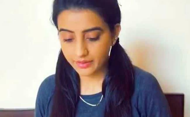 भोजपुरी हीरोइन अक्षरा सिंह फंसीं ABC के फेर में, मजेदार Video हुआ वायरल