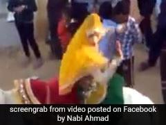 VIDEO: घोड़े पर खड़े होकर डांस कर रही थी लड़की, फिर हुआ ऐसा हादसा