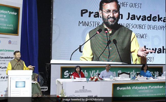 Prakash Javadekar Confers Swachh Vidyalaya Puraskar On 52 Schools In India