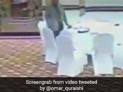 पाकिस्तान के बड़े अफसर ने चुराया कुवैत के अधिकारी का पर्स, देखें- VIDEO