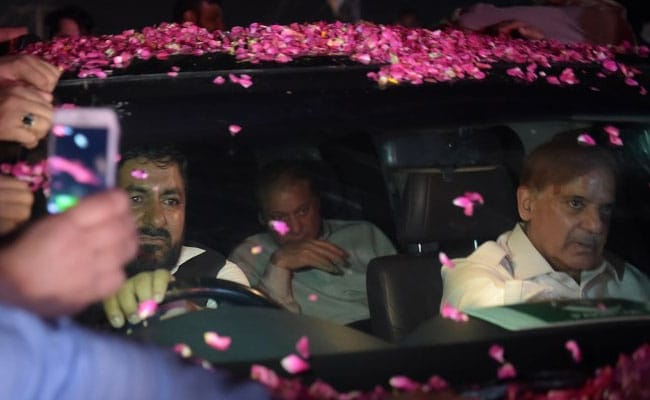 Hero's Welcome For Nawaz Sharif, Daughter After Pak Court Orders Release