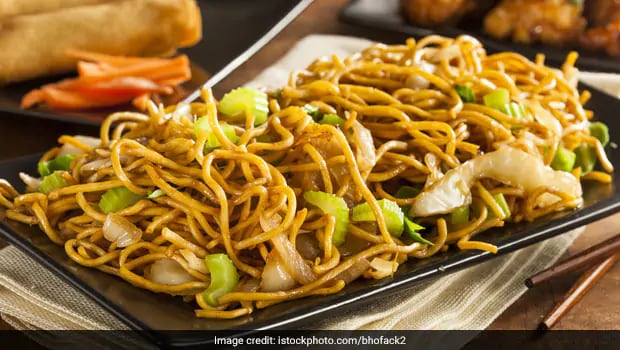 make this Restaurant Style Veg Hakka Noodles at home