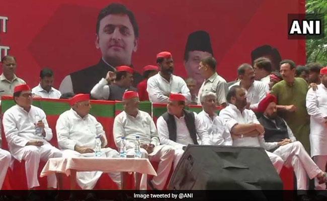 Setback For Shivpal Yadav? Akhilesh, Mulayam Singh Unite For Delhi Rally