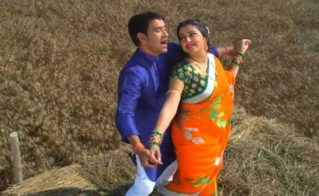 भोजपुरी की सुपरहिट जोड़ी आम्रपाली दुबे-निरहुआ ने खेत खलिहान में दिया 'टाइटैनिक पोज', Video हुआ वायरल
