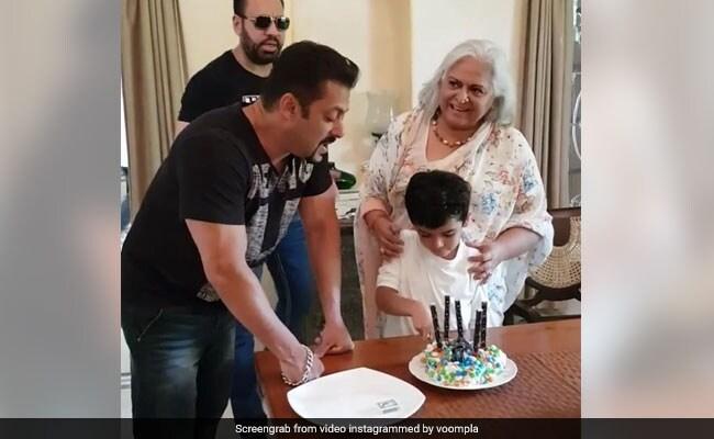 सलमान खान ने ऑनस्क्रीन मां के साथ कुछ यूं बिताया वक्त, वीडियो इंटरनेट पर वायरल