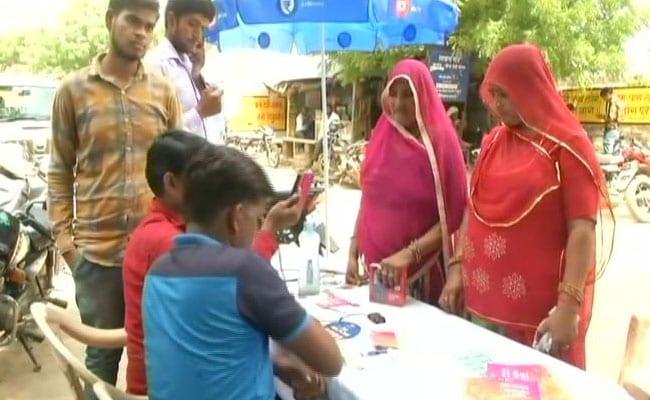 चुनाव से पहले राजस्थान सरकार का तोहफा, 95 रुपये में लें जियो फोन, जानें कौन है पात्र