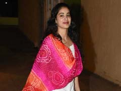 Like Janhvi Kapoor, Add A Fun Dupatta To Elevate A Simple White Outfit