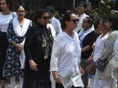 Kalpana Lajmi's Funeral Attended By Shabana Azmi, Shyam Benegal, Soni Razdan And Others