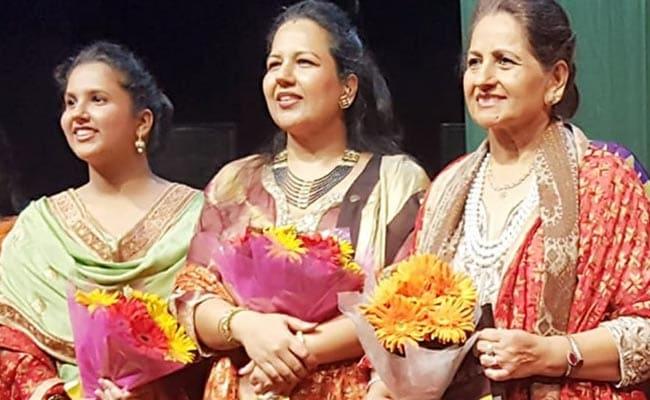 NZCC ने चंडीगढ़ में आयोजित किया संगीत महोत्सव, डॉली गुलेरिया ने बेटी सुनैनी व नातिन रिया के साथ बांधा समां
