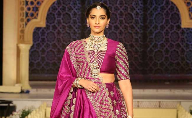 ba2cdc1411 Sonam Kapoor's Advice On Jewellery, Fusion Outfits And How To Dress Better