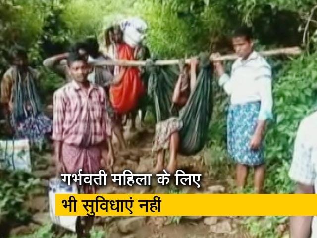 Videos : बुनियादी सुविधाओं की कमी से जूझता आंध्र प्रदेश का यह गांव