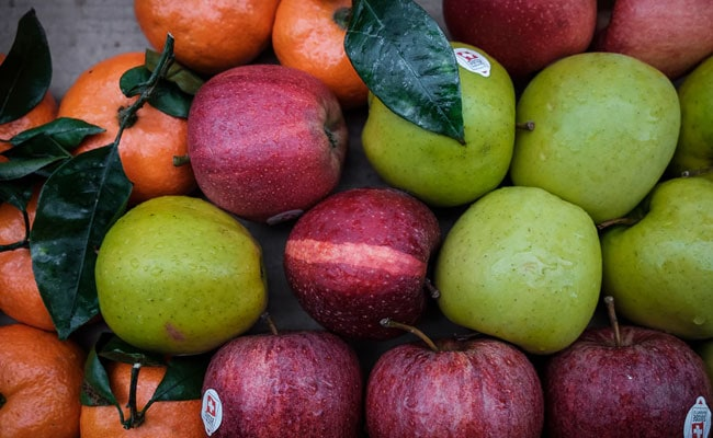 Workers In Cuba Fired For Selling 15,000 Apples To One Client. Here's Why